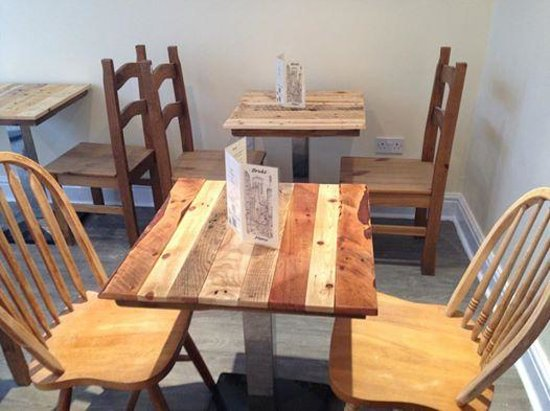 Bruks Coffee Shop : new tables