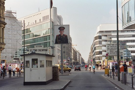 Berlin Wall Museum (Museum Haus am Checkpoint Charlie): Checkpoint Charlie