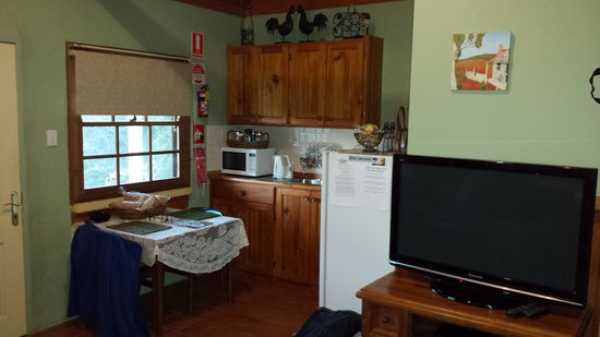 Bimbadeen Mountain Retreat: kitchen facilities for self catering.