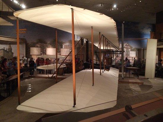Museo Nacional del Aire y el Espacio: Avião desenhado e montado pelo irmãos Wright.
