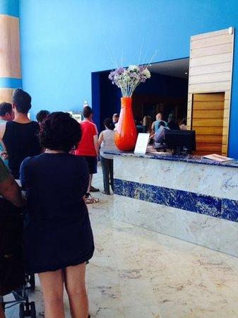 Sol Costa Daurada: queue for breakfast in the morning...