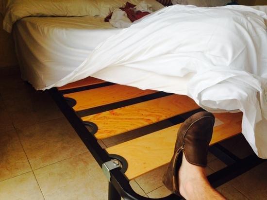 Sol Costa Daurada: cheap beds...