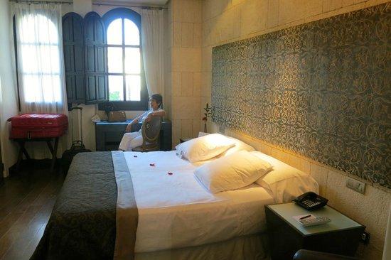 Hospes Palacio del Bailio: bedroom