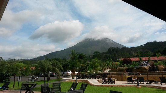 Volcano Lodge & Springs: Nice view from the restaurant