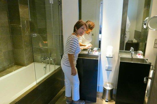 Hospes Palacio del Bailio: toilet-bath
