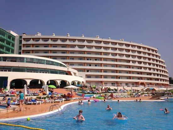 Hotel Paraiso de Albufeira: From the poolside