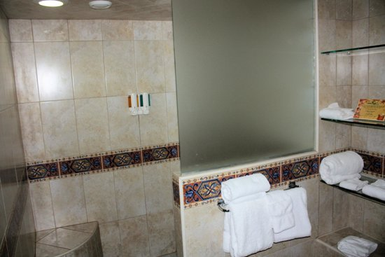 Costa Linda Beach Resort : MBR shower