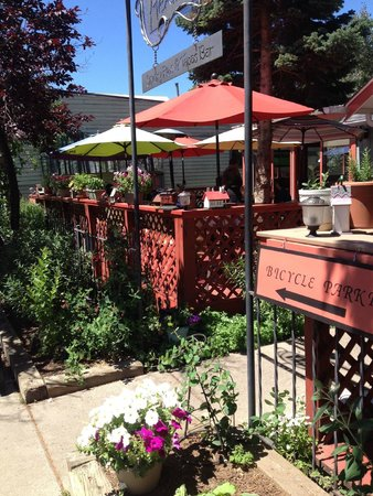 Heather's Savory Pies and Tapas Bar: Outside Patio