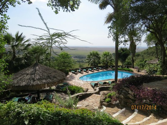 Mara Serena Safari Lodge: Pool area