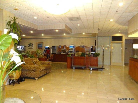 Holiday Inn Express Hotel & Suites Pasadena Colorado Blvd.: Hotel Lobby