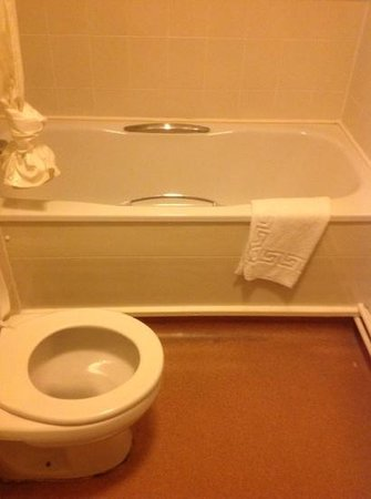 Mercure Wetherby: Too prove I stayed! as you can see the bath is double the size of the toilet. But less water and