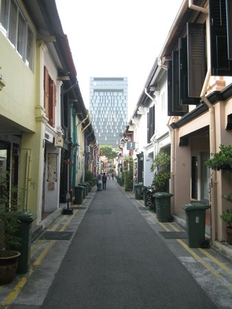 Village Hotel Bugis by Far East Hospitality: arab street - must visit but go after 12pm otehrwise shops are closed.