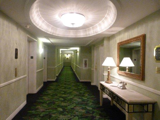 Miami Beach Resort and Spa: Pasillo de las habitaciones
