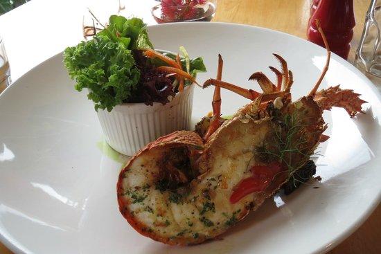 Green Dolphin Restaurant & Bar: Half crayfish with garden salad
