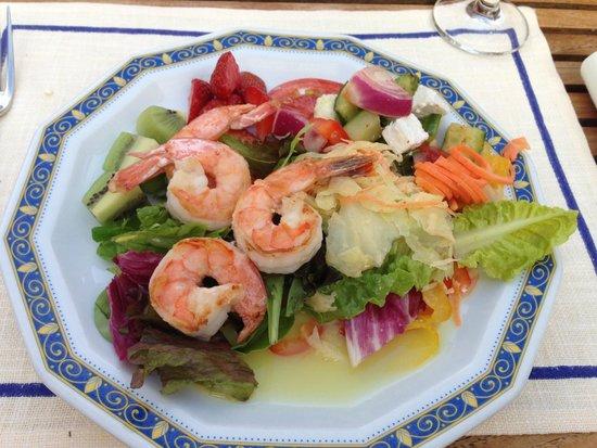 Vila Vita Rosenpark: More grill shrimps on salad