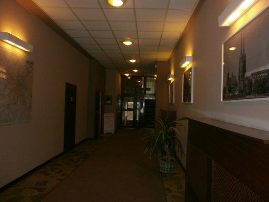 Wieniawa Hotel: Hall
