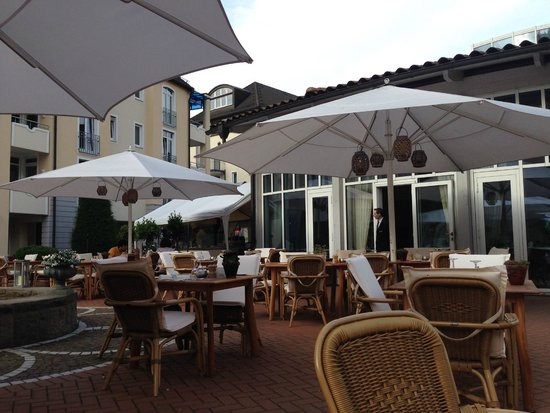 Vila Vita Rosenpark: Outdoor dining area