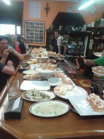 San Sebastian Walking Tours: Amazing pintxos bar