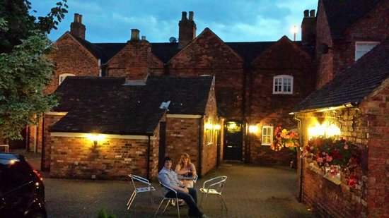 A gorgeous hot evening staying at The Tamworth Arms & having a lovely quiet drink outside