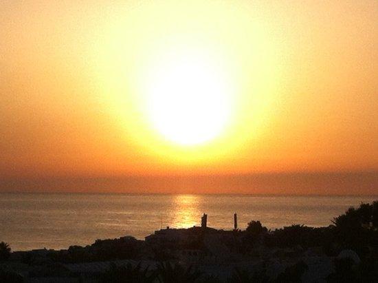 Aldemar Royal Mare Thalasso Resort: AMANECER DESDE EL HOTEL