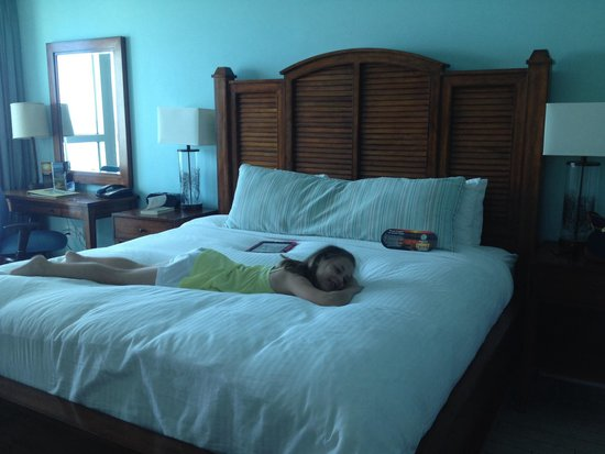 Margaritaville Beach Hotel: The king size bed
