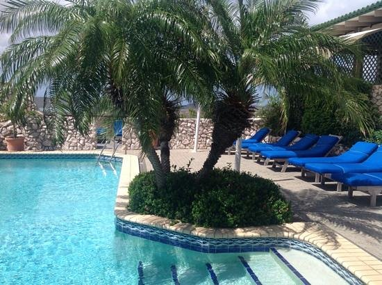 The Natural Curacao : pool deck