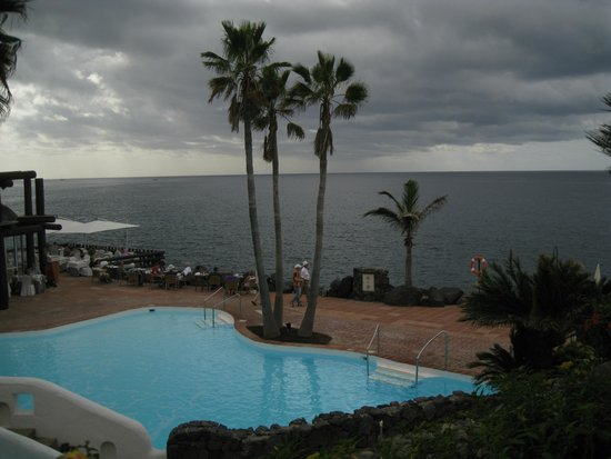 Hotel Jardin Tropical : view of saltwater pool with ocean in background