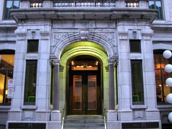 Hotel 71: Front door