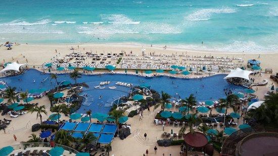 Hard Rock Hotel Cancun: La vista desde mi habitación en el piso 12. ������