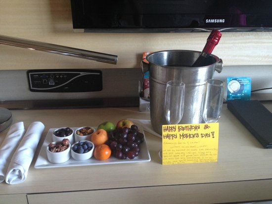 Kimpton Hotel Wilshire: Birthday/Mother's Day Treat :)