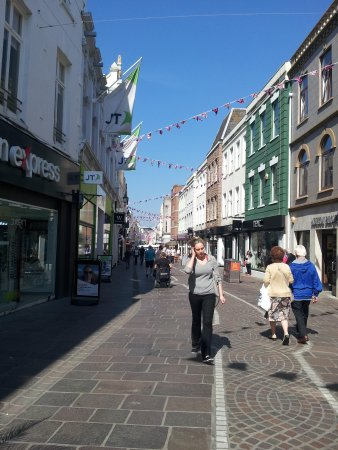 Hotel Pomme d'Or : Shopping district, Jersey
