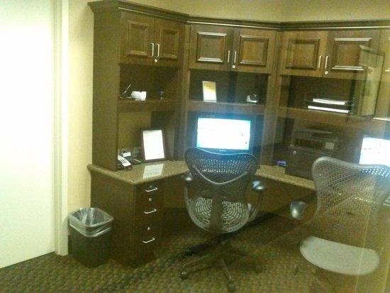 Hilton Garden Inn Lakeland: business center