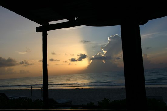 Luv Tulum: sunrise from the bed