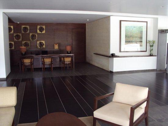 Holiday Inn Hotel & Suites Bengaluru Whitefield: Recepção do hotel Alila