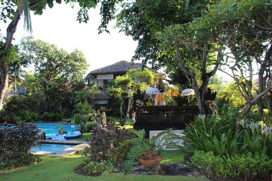 The Sari Beach: garden bungalow