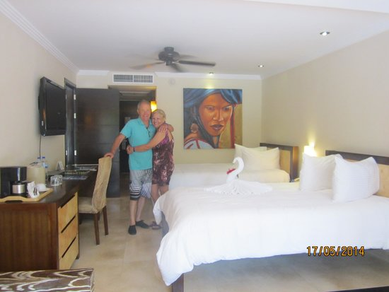 Sandos Playacar Beach Resort : Habitacion decorada