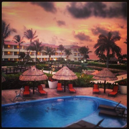 Moon Palace Cancun: sunrise view from our room