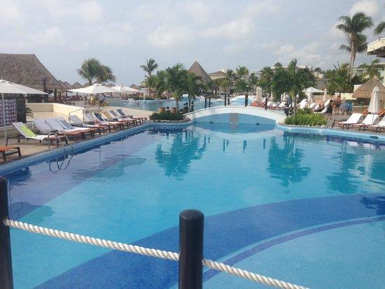 Moon Palace Cancun: Pool area