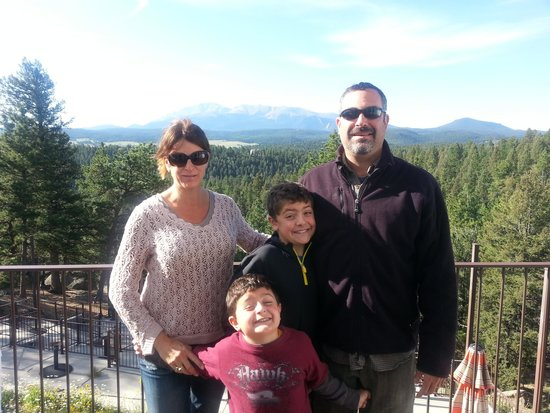 Pikes Peak Paradise Bed and Breakfast : what a beautiful view from the deck!