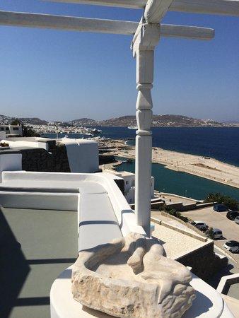 Kouros Hotel & Suites: Mykonos town ahead
