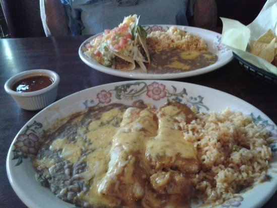 Los Molcajetes: Lunch Combo Plates