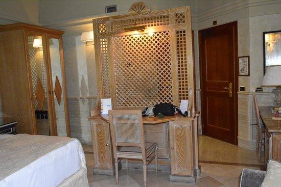 Barocco Hotel: Nice spacious suite