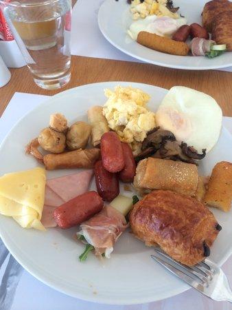 Kouros Hotel & Suites: Breakfast was good