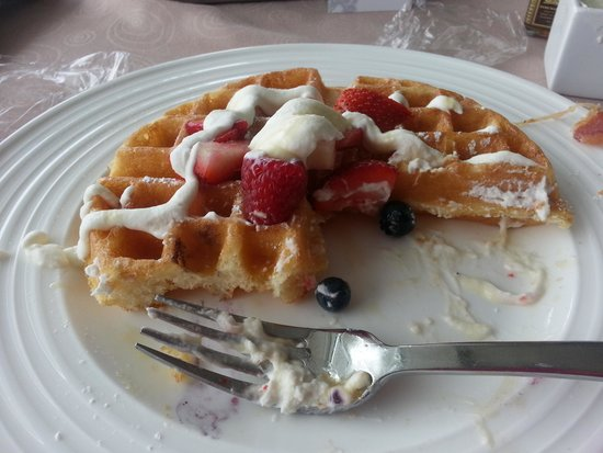 ARIA Resort & Casino: Belgian waffle with berries from room service. yum!
