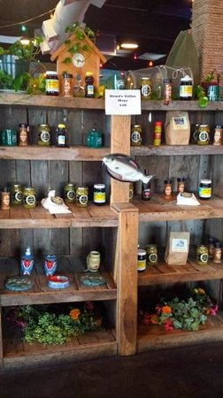 Dowd's Catfish and BBQ : Dowd's entry/gift shop