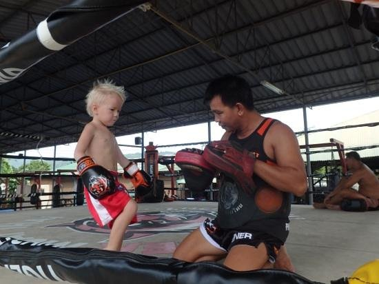 Tiger Muay Thai - Day Classes: hard at work