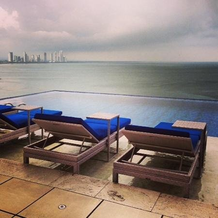 Trump International Hotel & Tower Panama : infinity pool views