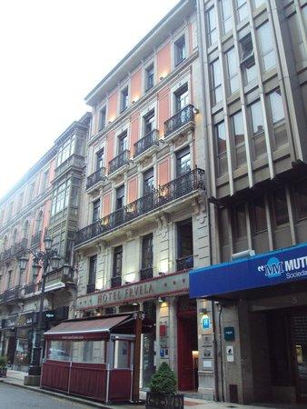 Hotel Fruela: Fachada principal del hotel