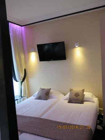 Hotel Ascot Opera : a room on 4th floor