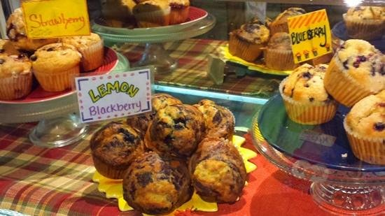 Blue Moon Cafe: homemade muffins